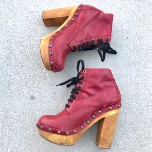 JEFFREY CAMPBELL RED CLOG BOOTS ankle boots heels